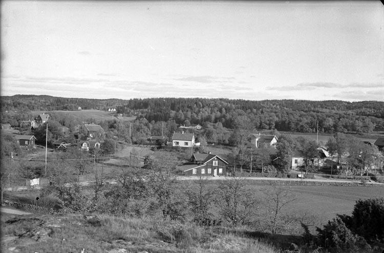 "Enligt fotografens anteckningar: ""1950, Cent. Blomqvist bageri Lycke""."