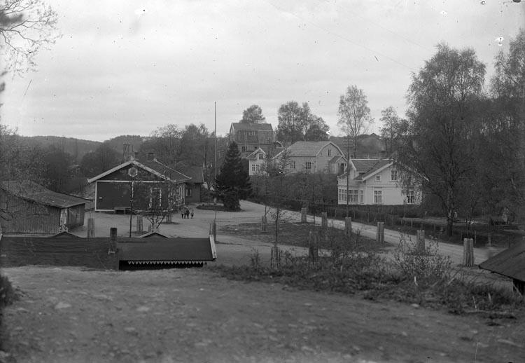 """Enligt fotografens noteringar: """"Lilla stationen, Munkedal lilla järnvägsstationen."""""""