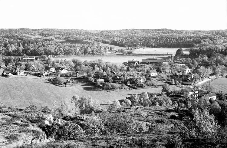 """Enligt fotografens noteringar: """"1941. 63. Utsikt över Lycke""""."""