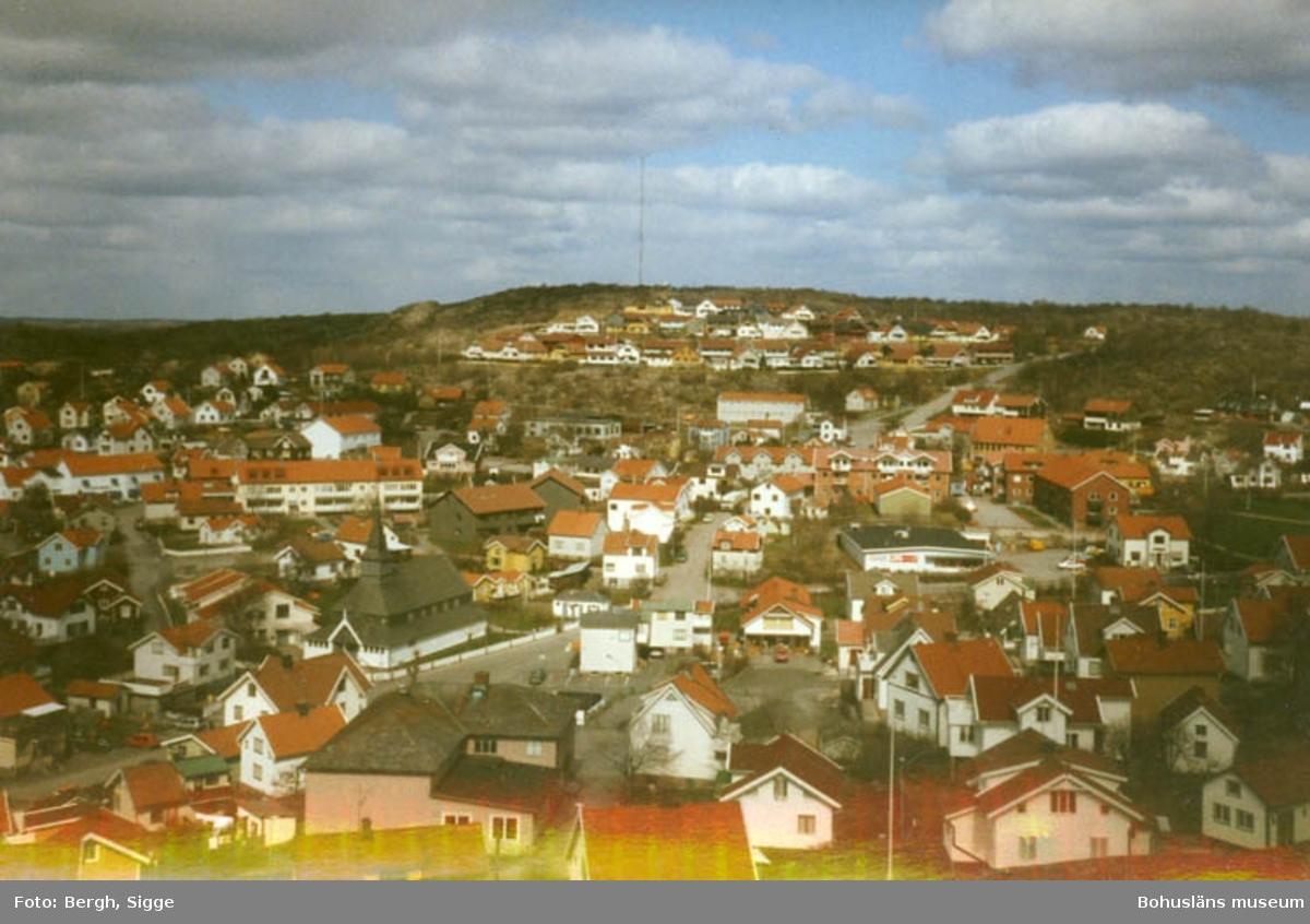 """Enligt text på fotot: """"Hunnebostrand utsikt från Höga Berg""""."""