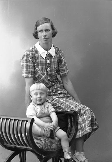 "Enligt fotografens journal nr 6 1930-1943: ""Johansson, Fru Agda Vräland Svanesund""."