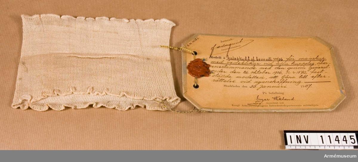 Halsskydd m/1906, manskap.Grupp C 1.Halsskydd m/1906 av bomull för manskap vid alla truppslag.  Förmodad gåva.