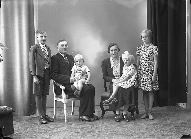 """Enligt fotografens journal nr 6 1930-1943: """"Olsson, Herr Gunnar Järnklätt""""."""