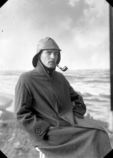 """Enligt fotografens journal nr 3 1916-1917: """"Wiljkmark, Bernt Arkitekt Stockholm""""."""