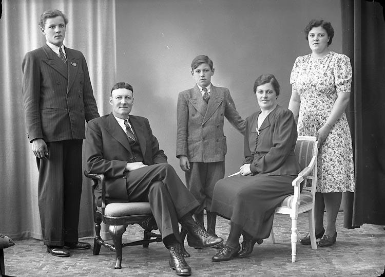"""Enligt fotografens journal nr 6 1930-1943: """"Nelson, Herr J. E. Harås Spekeröd""""."""