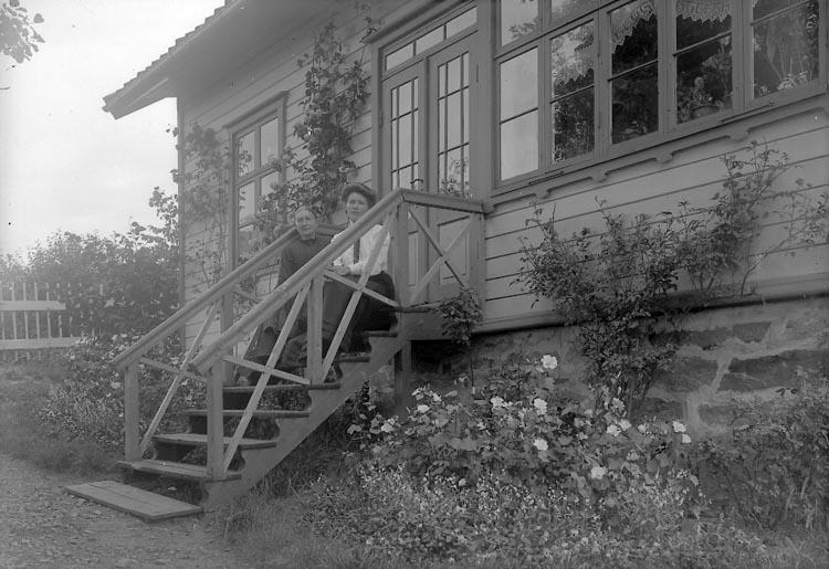 "Enligt fotografens notering: ""Josefssons Vestergård"". ::"