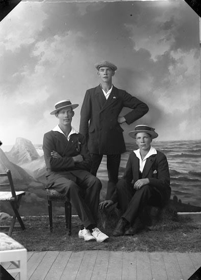 """Enligt fotografens journal nr 3 1916-1917: """"Olsson Alb. Kyrkenorum Här""""."""