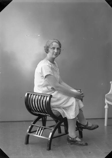 "Enligt fotografens journal nr 5 1923-1929: ""Abrahamsson, Sigrid, Apleröd, Ödsmål""."