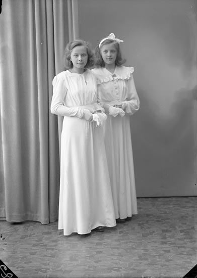 """Enligt fotografens journal 7 1944-1950: """"Odengard, Stina, Stenlyckan, Ödsmål""""."""