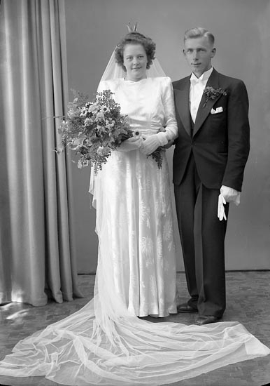 """Enligt fotografens journal nr 7 1944-1950: """"Sjölund, Herr Gösta K.N. 4 Västanberg""""."""