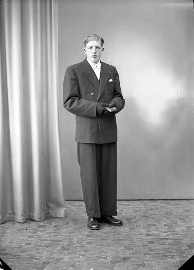 """Enligt fotografens journal nr 7 1944-1950: """"Andersson, Bo, Strandnorum Här""""."""