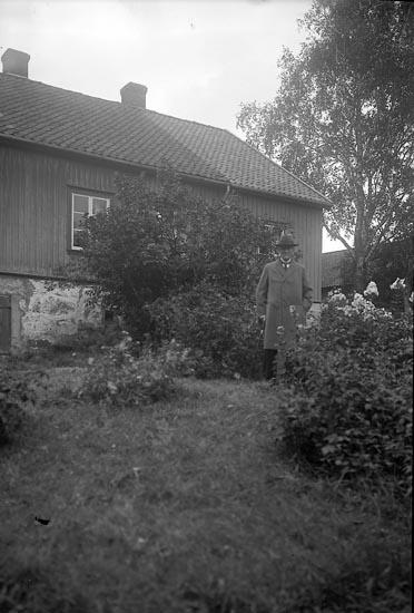 "Enligt fotografens journal nr 6 1930-1943: ""Halldin, Kamrer Johan Beateberg Skee""."