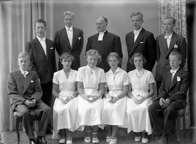 "Enligt fotografens journal nr 8 1951-1957: ""Berntsson, Komminister Josua Privat Konf.""."