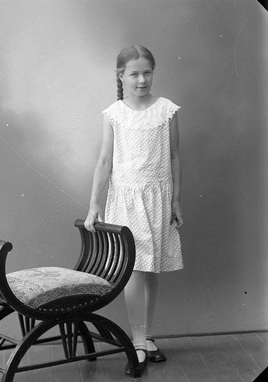 """Enligt fotografens journal nr 6 1930-1943: """"Rode, Gertrud Skien, Norge""""."""