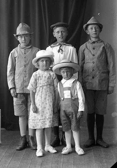 """Enligt fotografens journal nr 4 1918-1922: """"Abrahamsson, Lars Gategård Här""""."""