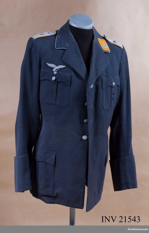 Grupp C I. Ur uniform för oberleutnant vid Fallshirm-Jäger-Regiment I, Luftwaffe, Tyskland. Enl. lapp i rockficka tillverkad för Walter Flinsch, troligen 1934. LITT  Uniformen der deutschen Wehrmacht, Berlin 1939, Tafel 28.