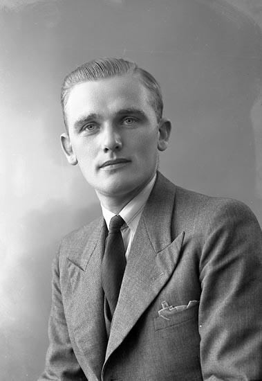 """Enligt fotografens journal nr 6 1930-1943: """"Hogström, Allan""""."""