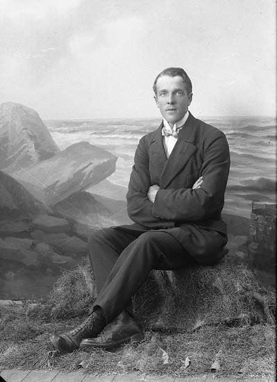 """Enligt fotografens journal nr 3 1916-1917: """"Andersson, Otto adr. Sundberg Stenung Här""""."""