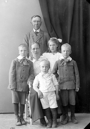 """Enligt fotografens journal nr 4 1918-1922: """"Johansson, Harald Bräcketorp, Spekeröd""""."""