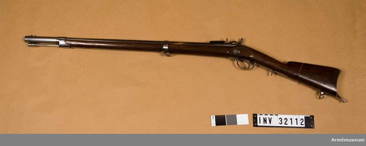 Grupp E II.  Loppets rel längd 40,5 kal. Förändrat vallgevär för jägare. Slaglås.  Samhörande nr är: 32112-5, studsare, bajonett, balja, klickläder.