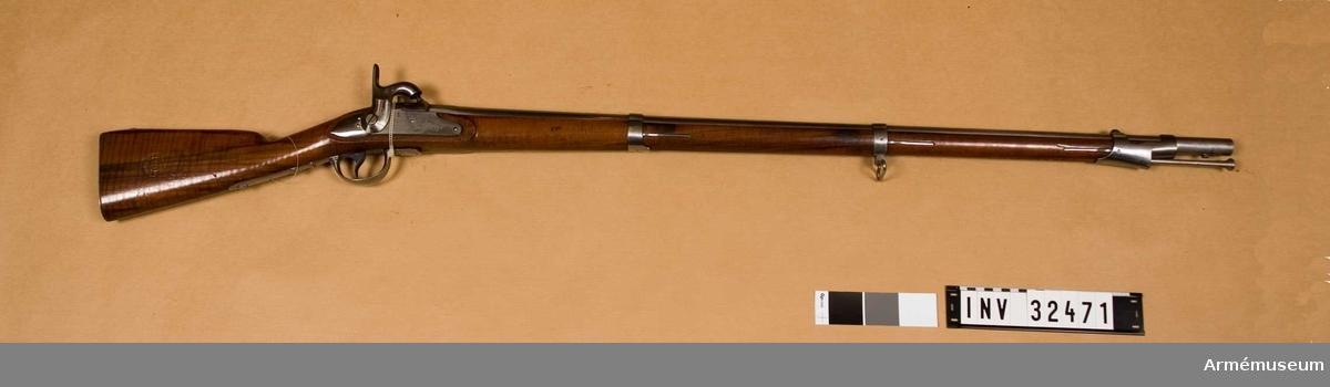Grupp E II. Gevär m/1842. Med slaglås. Svansskruven m/1842, Tillverkad av P.Stevens i Maastricht. Endast några hundra tillverkades i den fabriken.