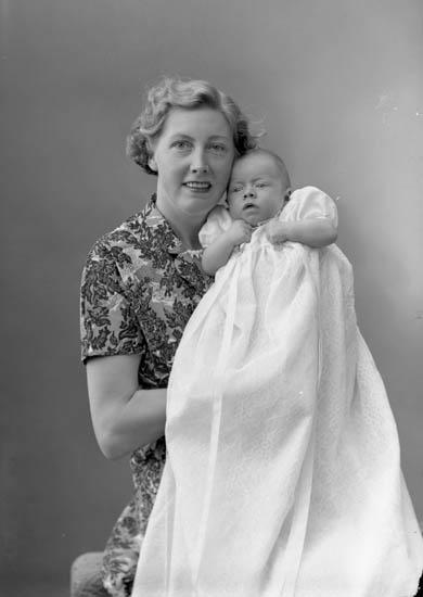 Viola Torbjörnsson med sin son Lars-Ove