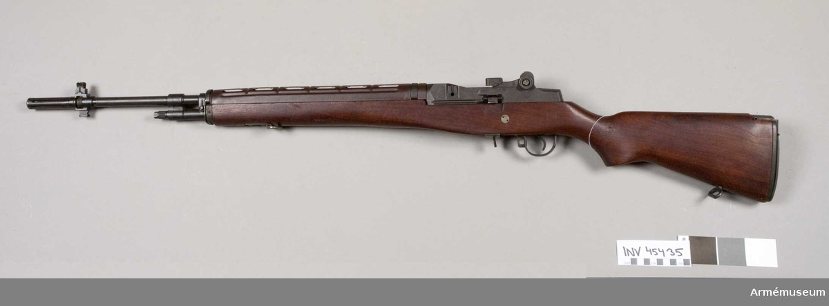 Grupp E IV. Hel- och halvautomatisk.Vapnet har provats vid Arméförvaltningens försök 1960-64. Tillverkat i USA.