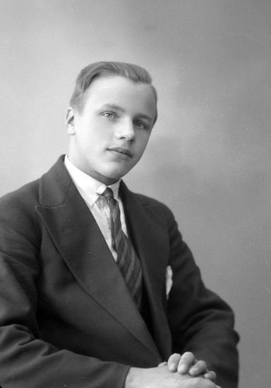 """Enligt fotografens notering: """"Harry Åkesson Berg Ödsmål""""."""
