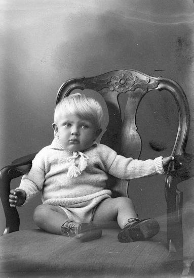 """Enligt fotografens journal nr 6 1930-1943: """"Werbäck, Fru Ester Köpmansg. 26 Gbg""""."""