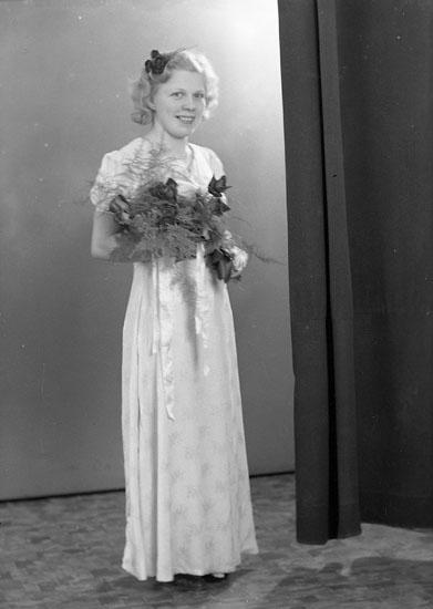 """Enligt fotografens journal nr 6 1930-1943: """"Lundström, Ivan Hjälteby""""."""