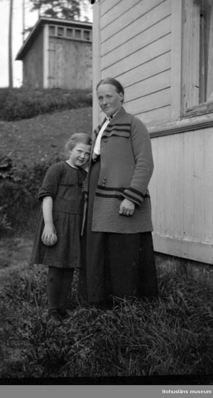 """Enligt fotografens journal nr 5 1923-1929: """"Lundgren, Fru Augusta Limmared vykortsfilm""""."""