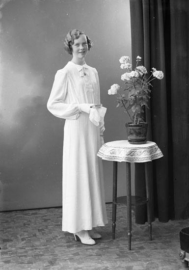 "Enligt fotografens journal nr 6 1930-1943: ""Andersson, Inga Hjälteby""."