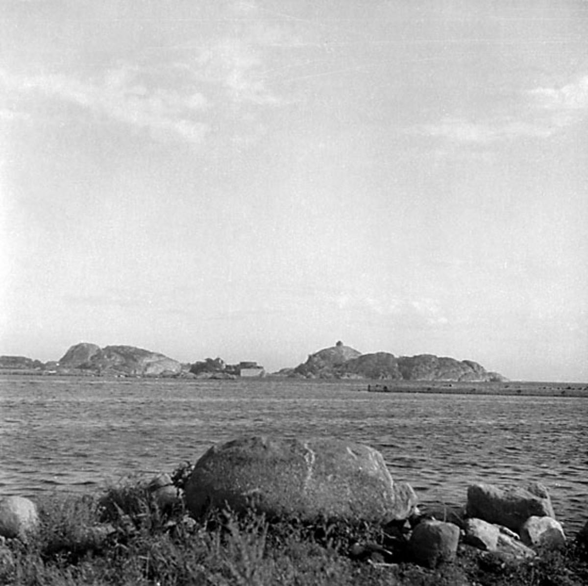 Skrivet på baksidan: Stavern, gamle Mogshavn (?), 11/8 1966, A 3189 Stämplat på baksidan: Henning Henningsen, museumsinspektör, dr. phil.