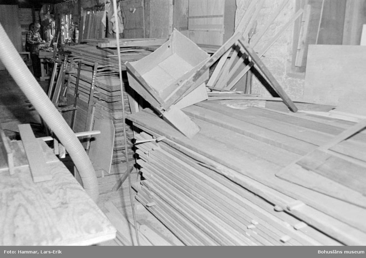 "Motivbeskrivning: ""Widholms industri AB, virkesförråd."" Datum: 19800911"