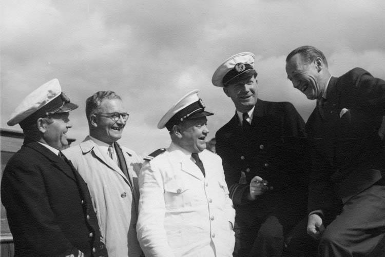 """""""En glad stund ombord i S/S Göteborg 1955"""" enligt text på fotografiets baksida"""