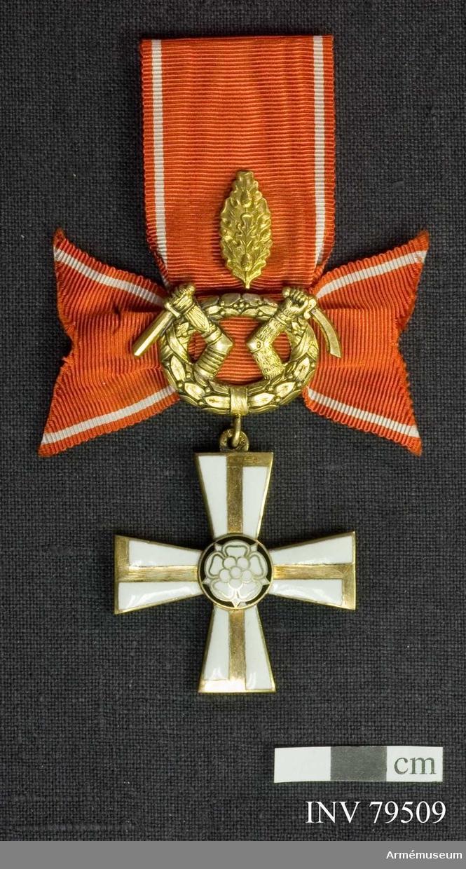 Ordenskors med årtalet 1941, Lagerkrans med Karelens vapen, eklöv, Bandrosett, röd med vita ränder För riddare, militär, II.klass, med eklöv av finska frihetskorset.