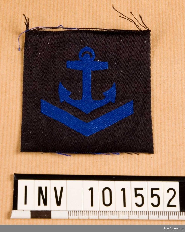 Gradbeteckning: däck, värnpliktig, II klassens sjöman, marinen.