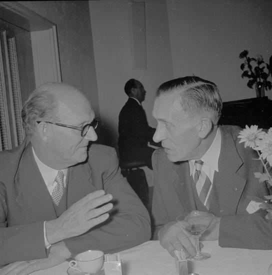 """Text till bilden: """"Lysekils Hantverks o Småindustriförening 40 års jubileum. 1954""""         i"""