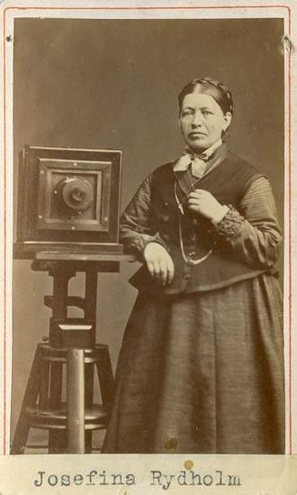 Fotograf Josefina Rydholm, självporträtt med kamera