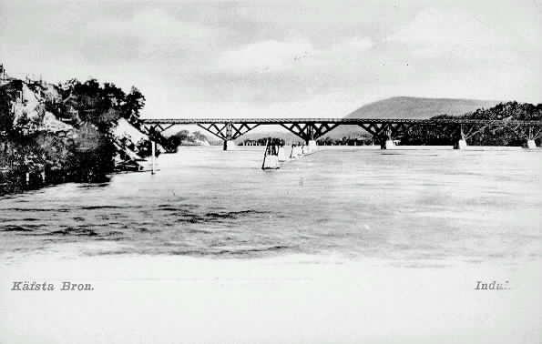 Vy över Indalsälven med Kävstabron (träbron).