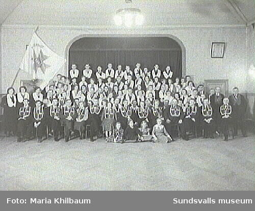 Logen Hälleberget, Södermalm. Interiör med gruppbild.