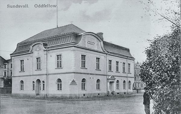 """Odd Fellows ordenshus. Ritat av stadsarkitekten Nathanael Källander. Uppfört 1906-1908. Bildtext till vykortet """"Sundsvall. Odd Fellow."""""""