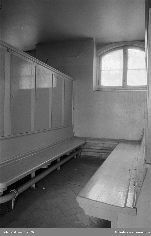Interiör från Kvarnbyskolans bad, 1986.