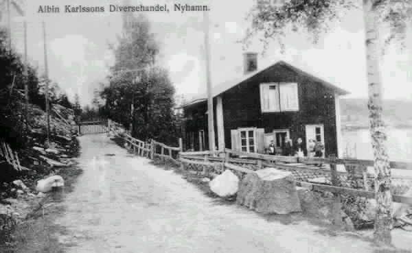 Text på vykortet. Albin Karlssons diversehandel, Nyhamn.