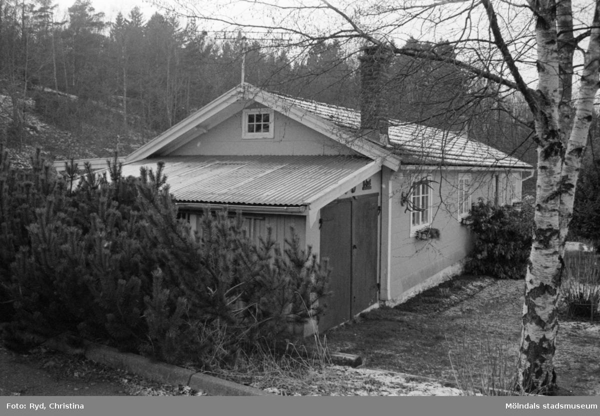 Huset tillhörde Jaktvillan och användes till att förvara jakthundarna i.Huset användes på senare år som sommarstuga, 1992.