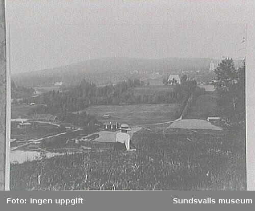 M 3938 Gamla och nya kyrkan i Lidens socken.