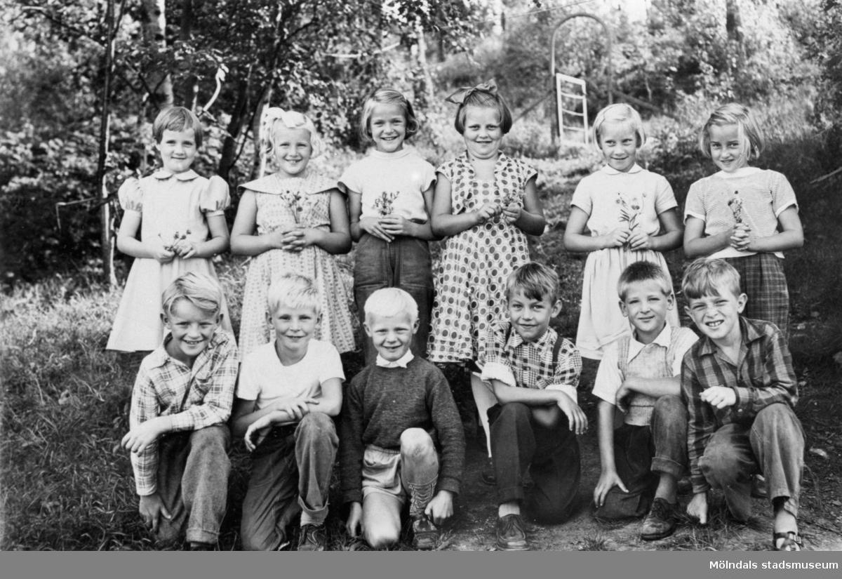 Skolklass från småskolan 1954-55. Centralskolan (nuv. Kyrkskolan).