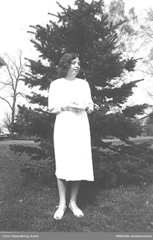 En kvinnlig konfirmand från Skolhemmet Stretered vid Kållereds kyrka. År 1958.