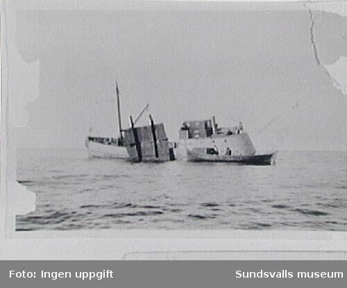 """""""Nyhamn I, Härnösand"""", ligger vid Revhällan utanför Brämön, Njurunda, och bärgar skrot. T h dykare Robert Sellings båt """"Tärnan""""."""