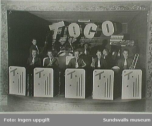 TOGO:s orkester Sundsvall var en av de populäraste orkestrarna under den här tiden.Altsaxofonisten sittande tvåa fr v Erling Sandgren.